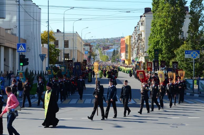 Общеепархиальный большой Крестный ход в день памяти Сергия Радонежского в городе Новороссийске